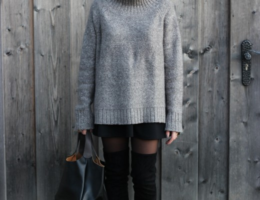 Overknees and cosy sweater