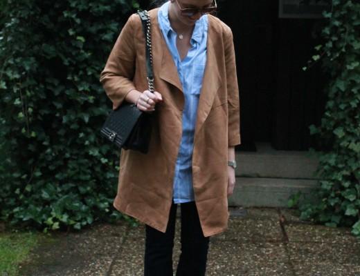 Suede leather and flared jeans: dieses Outfit ist eines meiner aktuellen Favoriten. Die flared Jeans habe ich mir in New York gekauft,