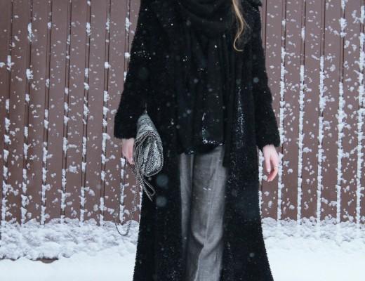 Snow and fluffy coat: seit gestern Nacht hat es bei uns ordentlich geschneit und so konnte ich meinen neuen kuscheligen Mantel eine Runde ausführen.