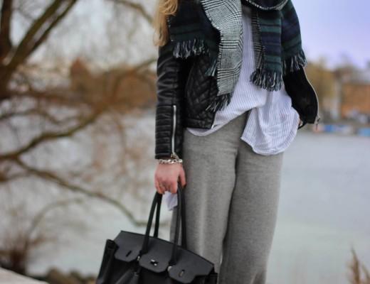 Grey flared pants: diese wunderschöne Hose habe ich vor ein paar Tagen ergattert. Genau so eine Hose habe ich schon länger gesucht und deshalb bin ich umso glücklicher, dass ich sie nun endlich in meinem Kleiderschrank hängen habe
