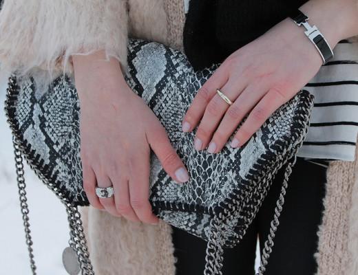 Falabella: wie ich finde, braucht jede Fashionista eine Falabella Tasche! Seit dem Kauf dieser Tasche ist sie mein treuer Begleiter, egal ob Uni, Party oder Stadt