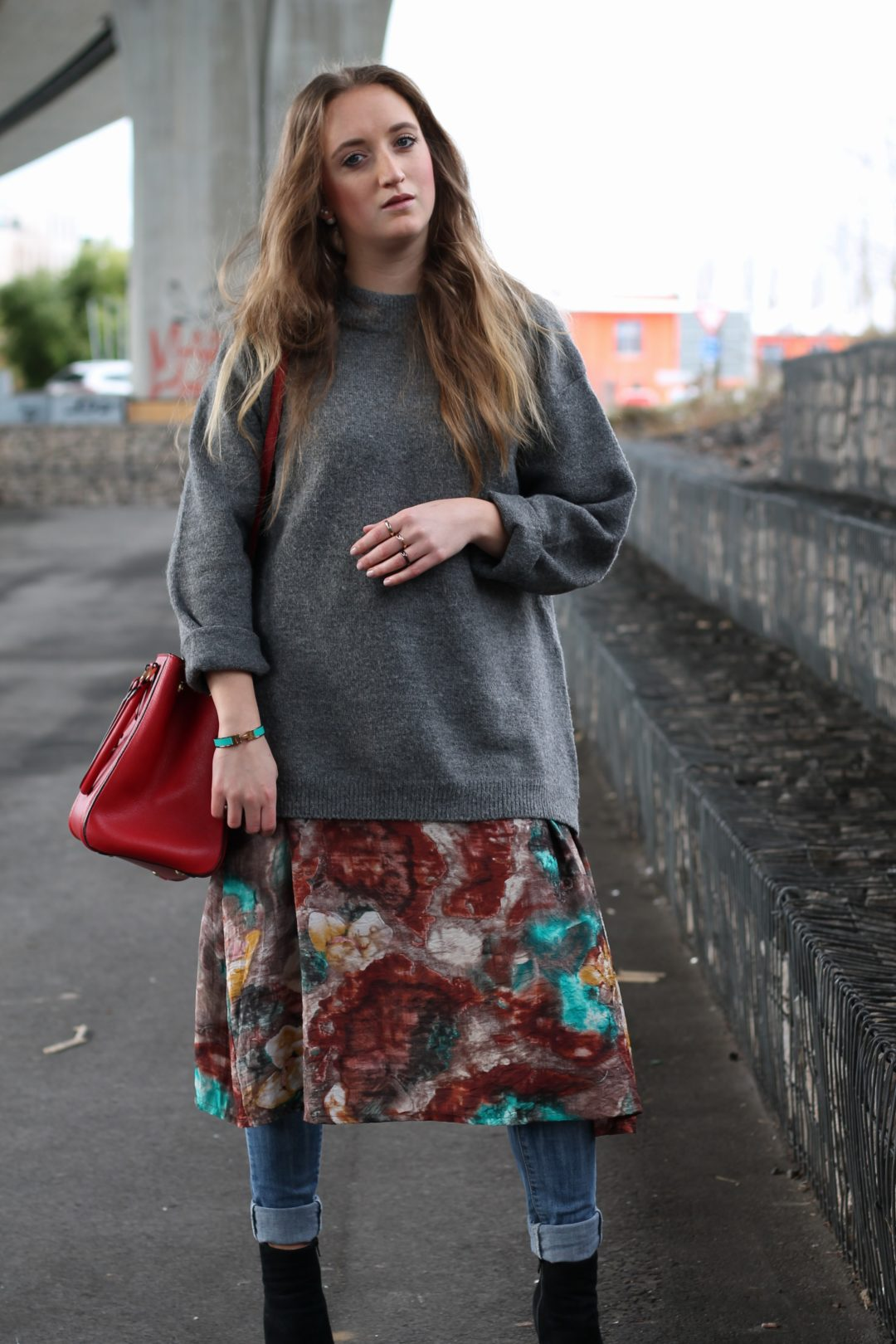 Dress over jeans - Oops and again I show a layering look and luckily I don't need to waive my summer dresses, instead I just wear them over jeans...@wiebkembg