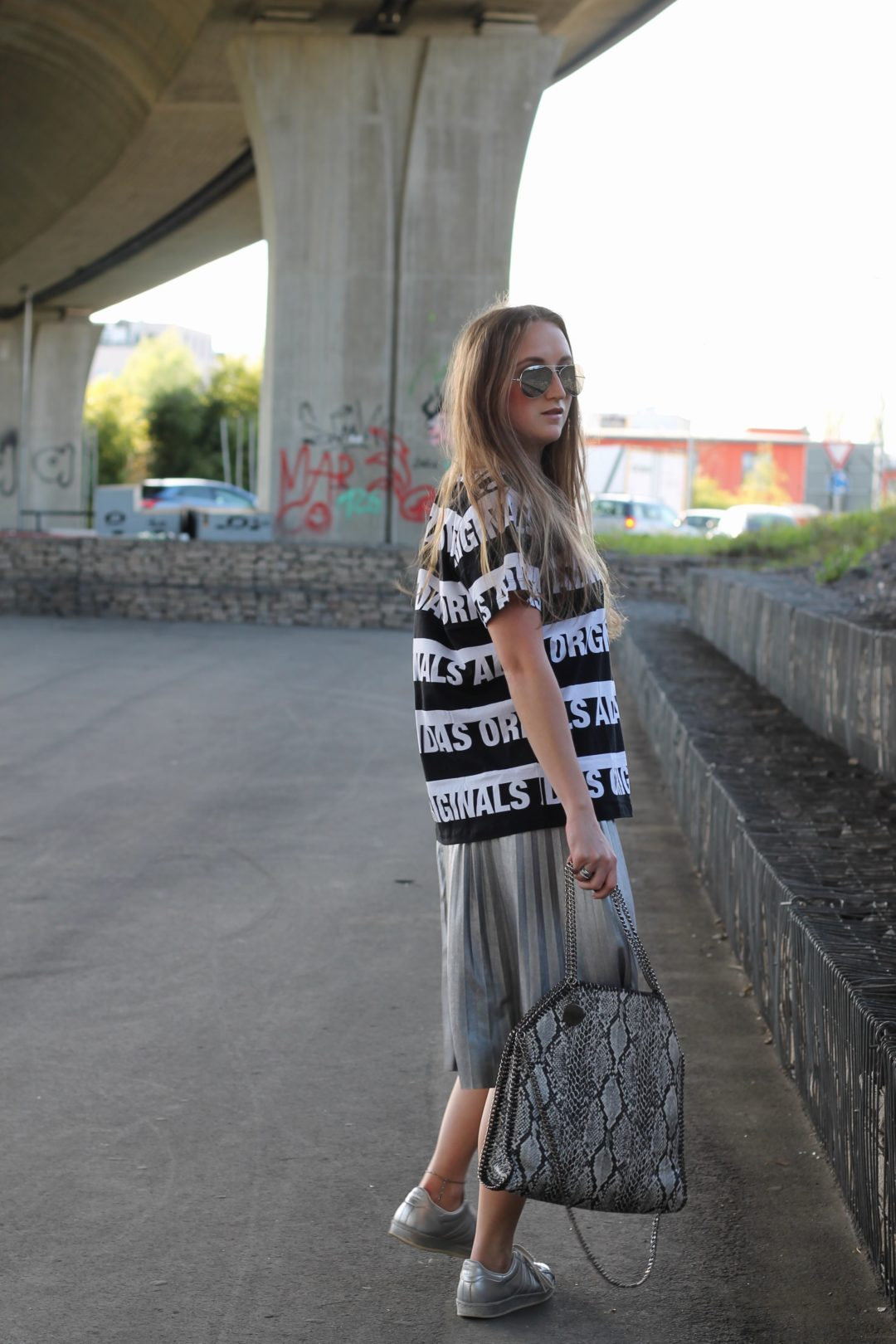 Athleisure look: the athleisure style is just everywhere and since I am already a big fan of sporty looks, its time to show you an athleisure look...@wiebkembg