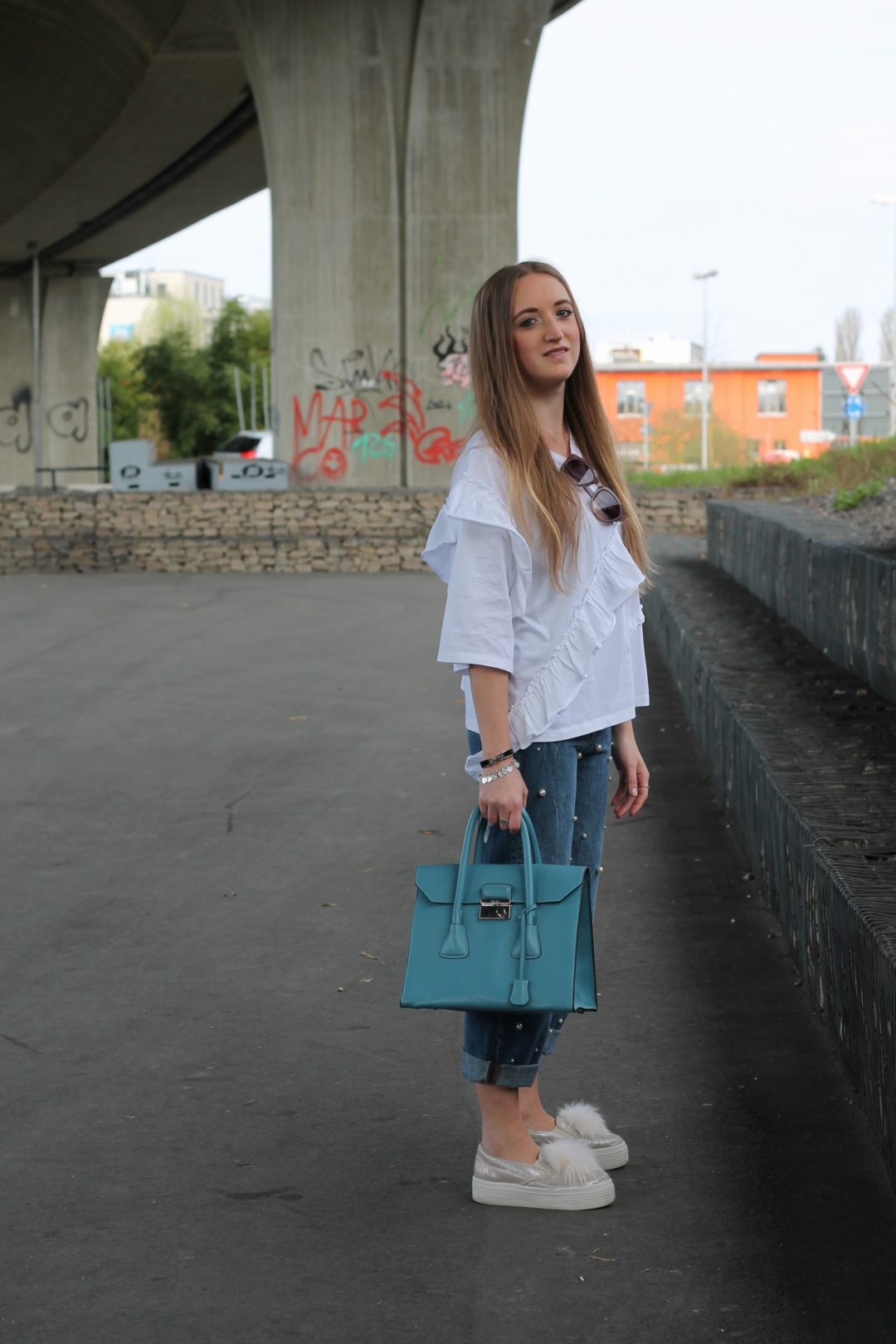 I am totally addicted to pearls, especially on jeans and as I saw this jeans while strolling through the city it was love at the first sight...@wiebkembg