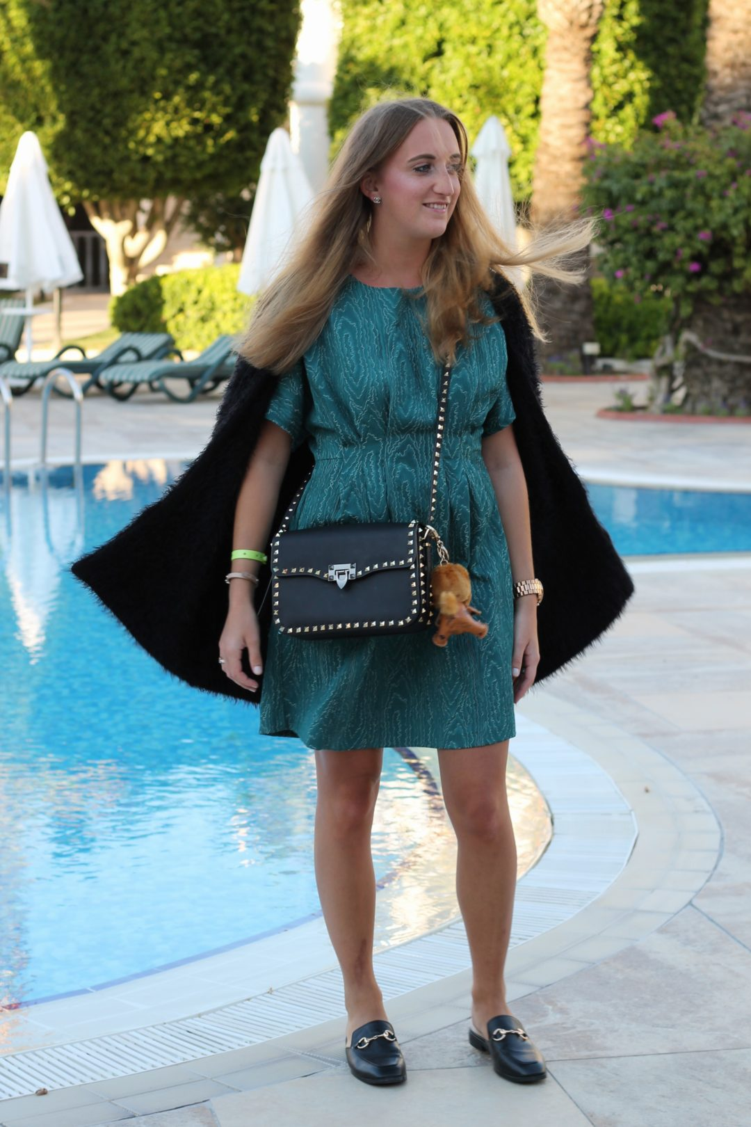 Green dress and Valentino bag - I got the green dress for years now and I love wearing it together with my slippers. Additionally, I combined my Valentino bag...@wiebkembg