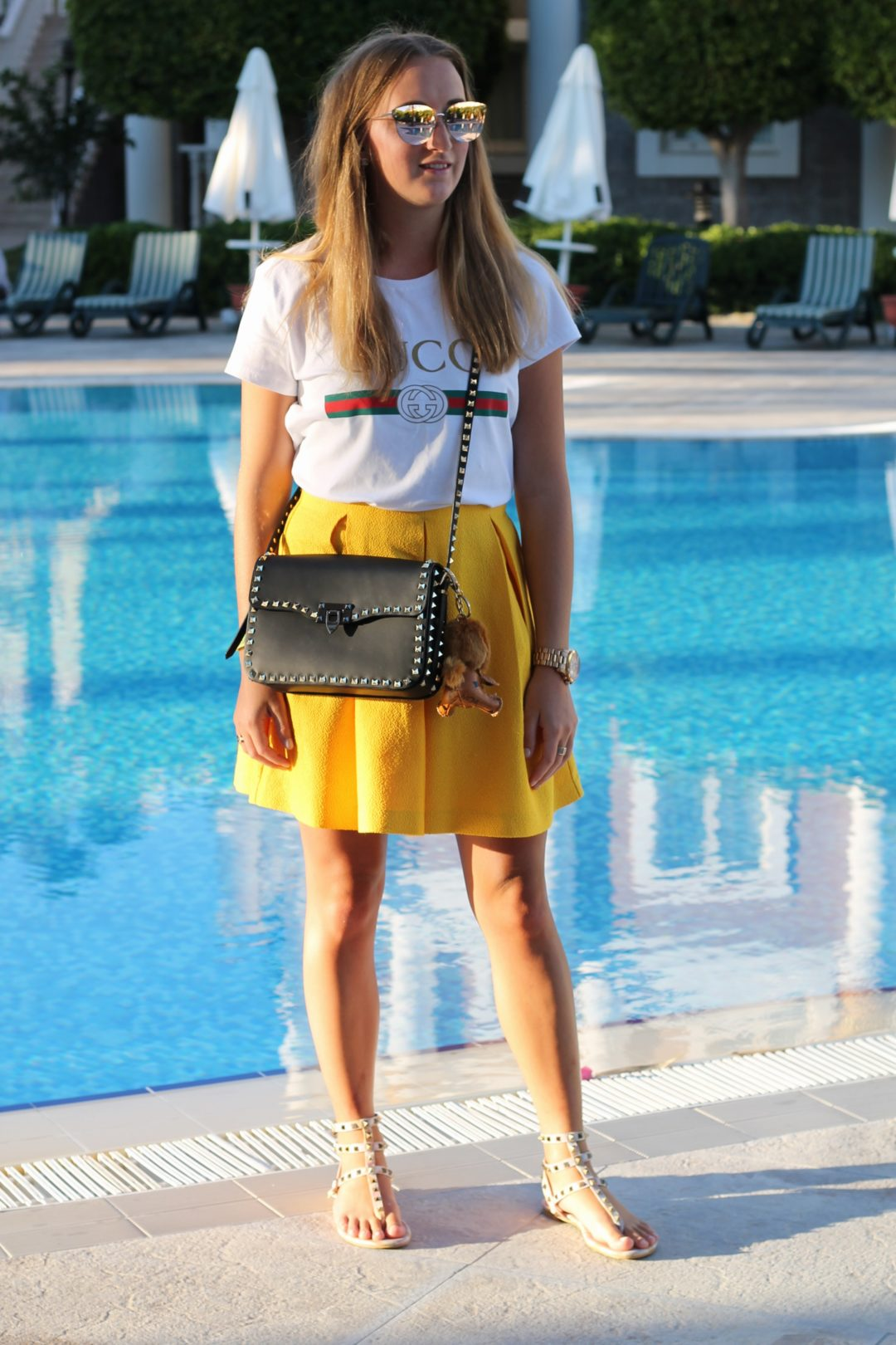 Yellow skirt and Valentino bag - Admittedly I wasn't a big fan of combining yellow pieces with blonde hair, but as I saw this skirt the concerns were gone...@wiebkembg