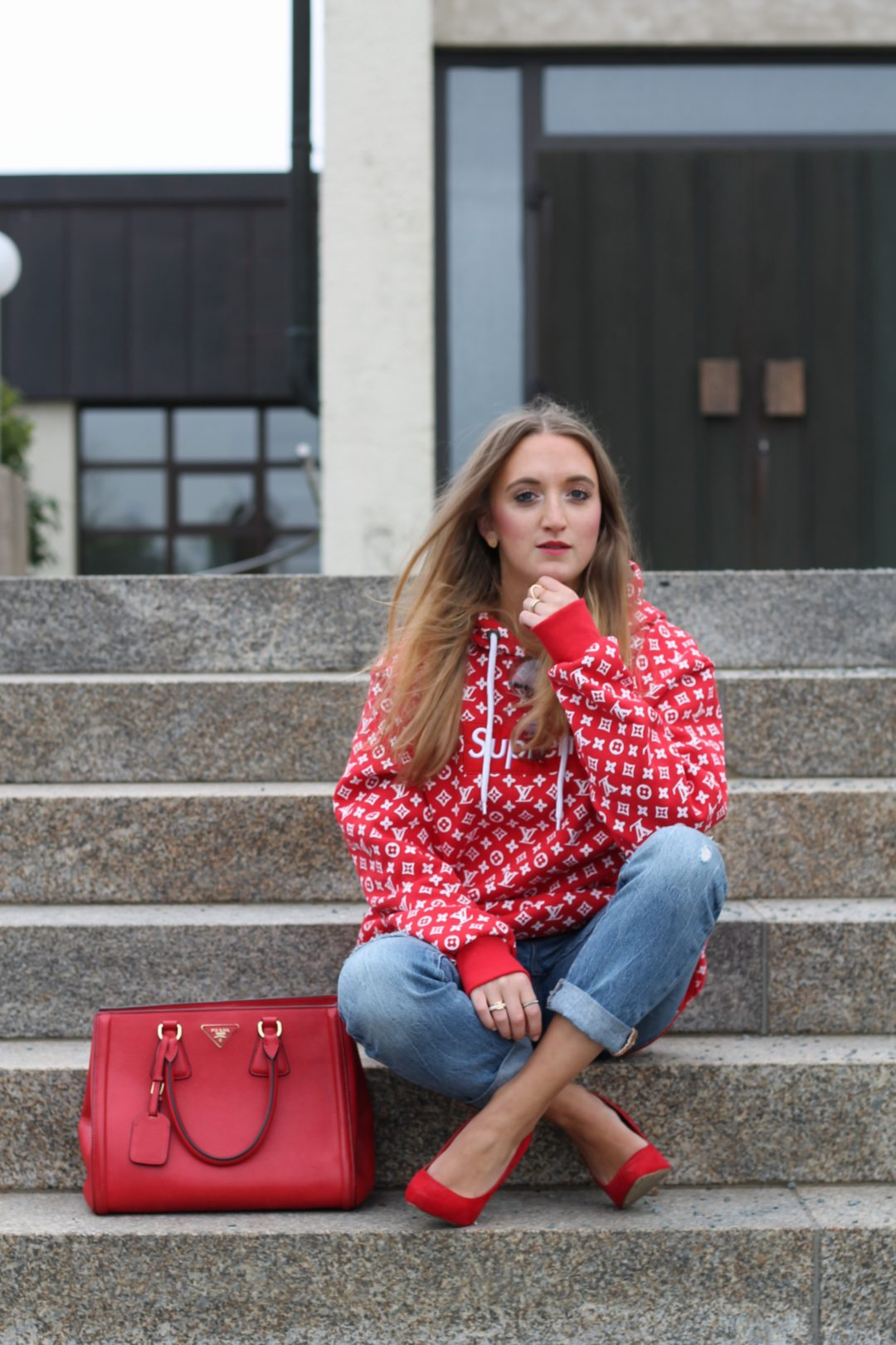Red sweater and accessories - The color red is for me the perfect good mood color and therefore, I had to buy a new sweater in red. Surprisingly...@wiebkembg